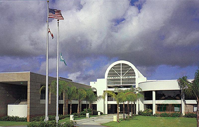 William T. Dwyer High School, Campus